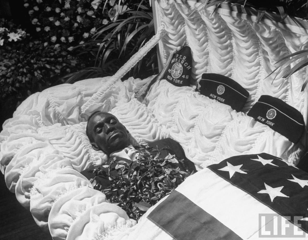 Robinson Bill enterrement LIFE.jpg