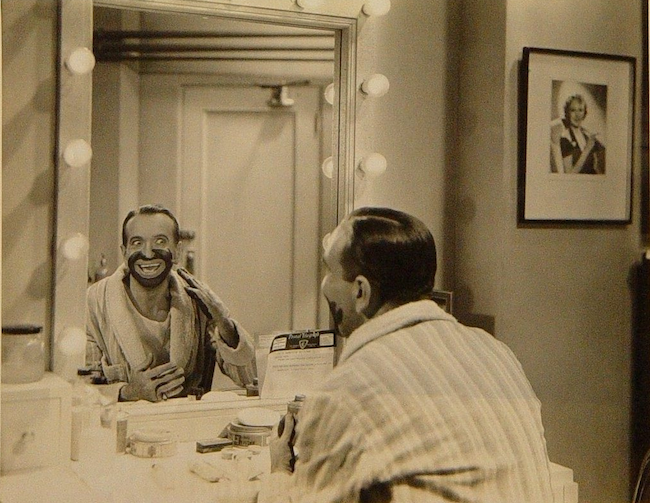 Al Jolson making up blackface.png